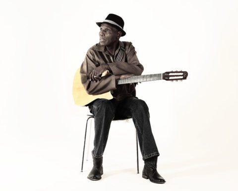 Zimbabwean musician Oliver Mtukudzi